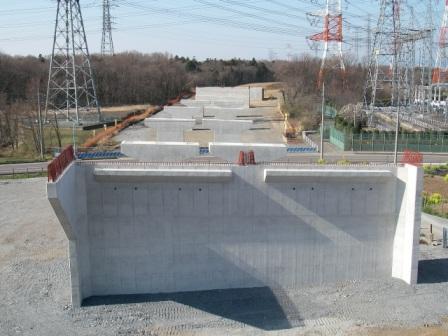 圏央道青木高架橋下部工事写真1