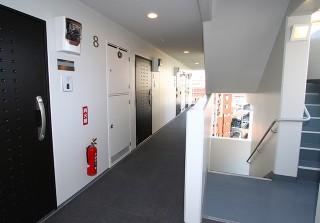 8. 8F 廊下・外階段
